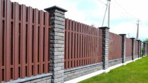Красивый декоративный забор из металлического штакетника (фото)