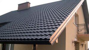 Черная черепица Финнера Руукки, фото крыши дома