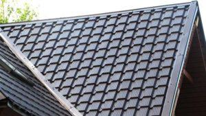 Фото крыши частного дома, покрытой металлочерепицей Quadro Profi