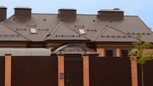 Фото крыши дома с покрытием из металлочерепицы Гранд Лайн Classik