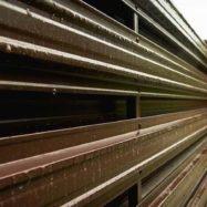 Горизонтальный забор Юникс из металлического штакетника фото