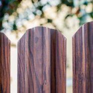 Забор из евроштакетника Юникс античный дуб