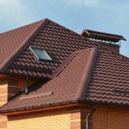 Дом с крышей из металлочерепицы Трамонтана
