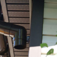 Подшивка свесов крыши софитом Docke