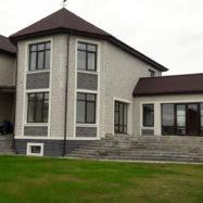 Отделка дома фасадными панелями деке stern