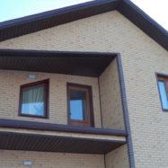 Отделка фасадными панелями Docke Berg под кирпич